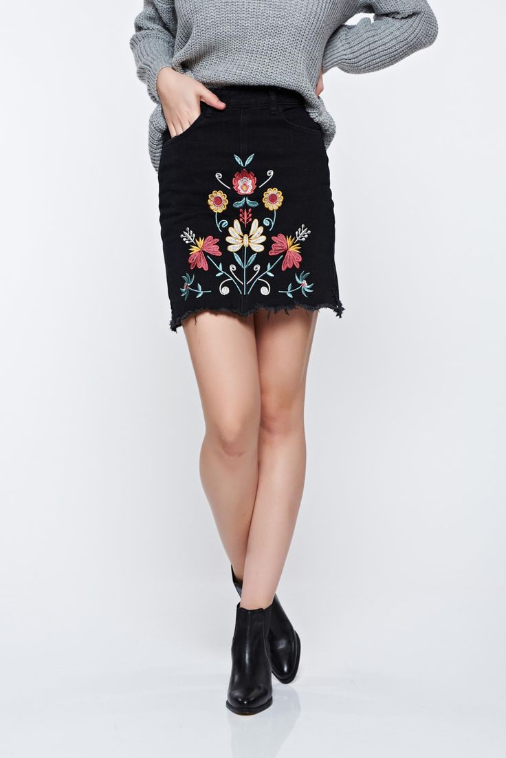 Top Secret casual with embroidery details black skirt, with pockets, embroidery details, button and zipper fastening