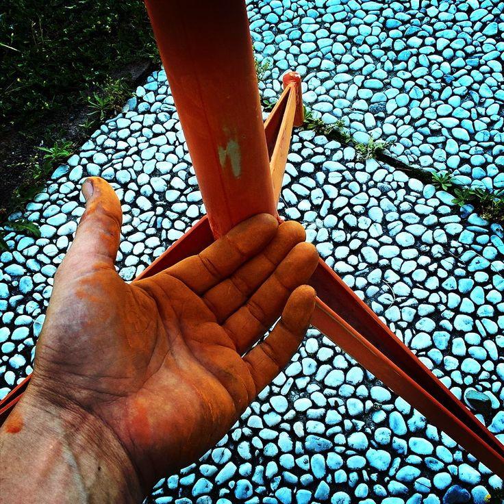 My colour My life. #arancione #orange #arancio #orangepower #restauro #sgabellodalaboratorio #cartavetra #vernice #colore #ral2004 #aranciopuro #ilmiocolorepreferito #riciclocreativo #recycle #recycledfurniture #mobiliriciclati by matteoalcubo #furniture