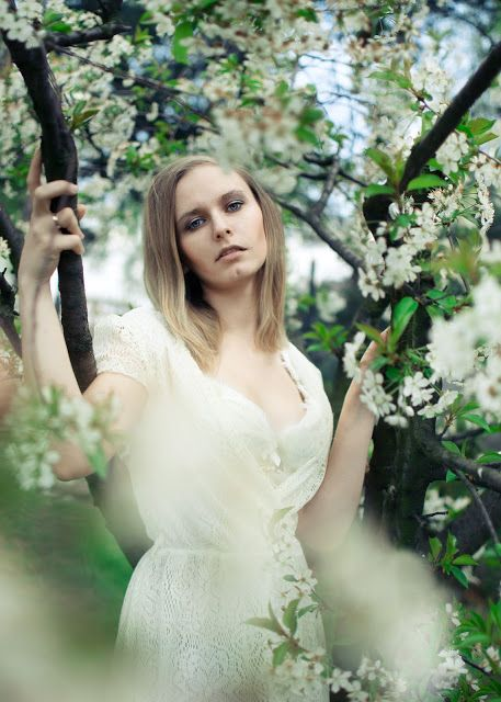 Portrait of woman white dress blooming tree spring flowers fotoagata.blogspot.com
