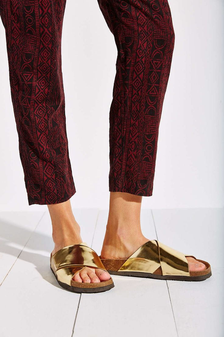 All about slides for Spring! They look more modern in gold. Pair then with jeans or with a white dress for the Summer! Sam Edelman Adora Liquid Sandal