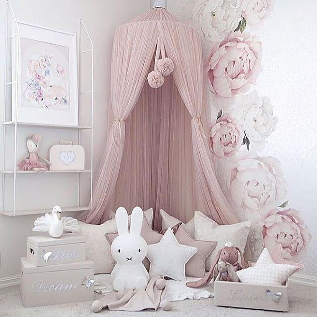 So verliebt in diesen Raum @decor_for_kids #nurserygoals #kidsroomdecor #kidsinteriordesign #blushpink #littlegirlsroom #motherhoodinspired #childre …