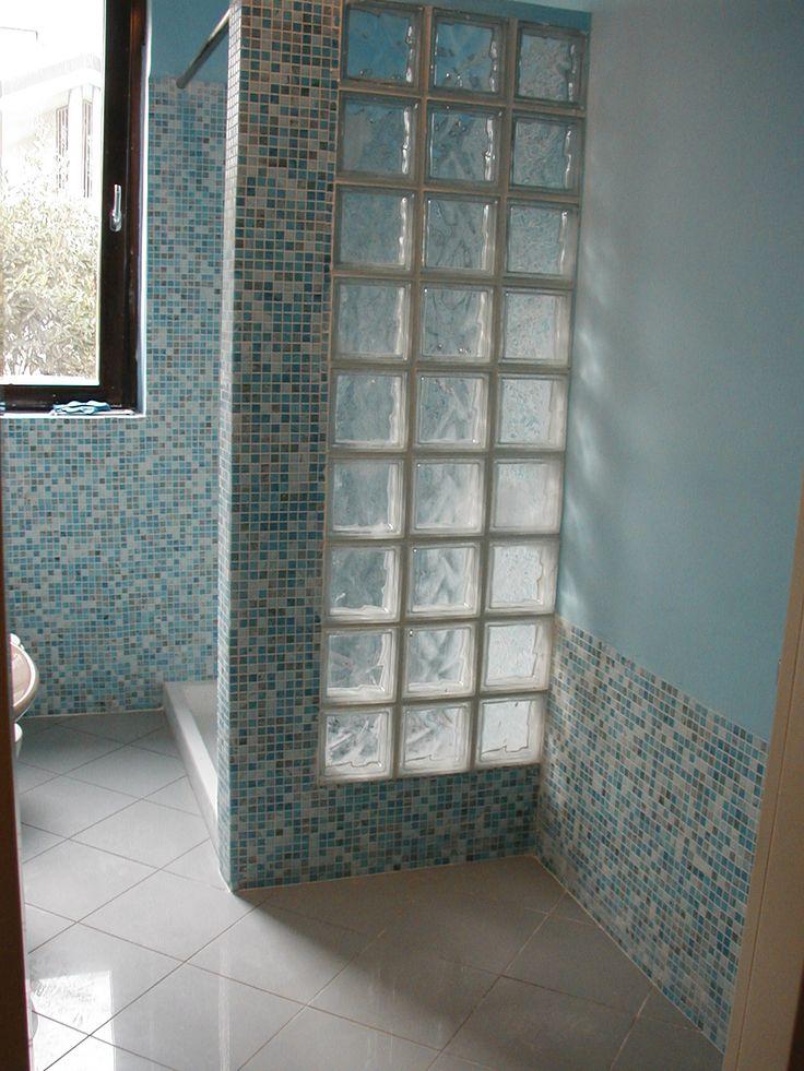 Oltre 25 fantastiche idee su bagno con mosaico su pinterest bagni e pavimenti in piastrelle - Mosaico vetro bagno ...
