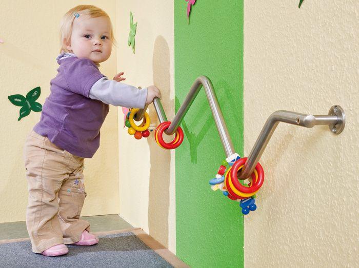 Great idea for an infant toddler climbing bar!