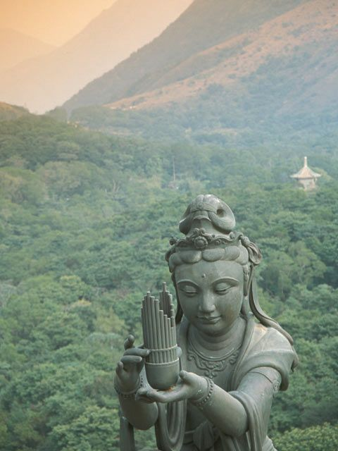 the relationship of the statue of buddha with the religion of buddhism