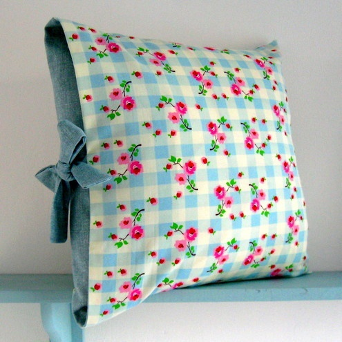 I found this pillow on the Folksy website... Its so pretty!   PDF Sewing Pattern Contrast Tied Cushion Cover