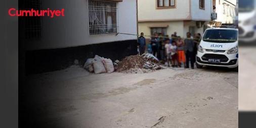 Gaziantep'te baba katliamı: #anne ve iki kızı öldü: Gaziantep'te cinnet getirdiği iddia edilen baba evini ateşe verip eşini bıçaklayarak öldürdü. Evde bulunan 6 ve 1 yaşındaki çocuklar dumandan zehirlenerek yaşamını yitirdi.
