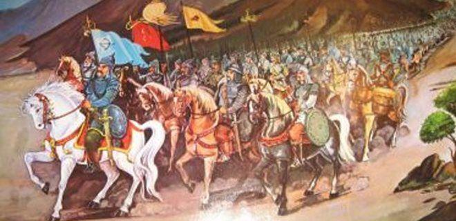 At kuyruğu bağlamak aynı zamanda kahramanlık ve yiğitlik alameti sayılmaktaydı. Tarihi kayıtlara göre Sultan Alp Arslan , Malazgirt Savaşına girmeden önce atının kuyruğunu bizzat kendisi bağlamıştır. Bütün askerlerinden de aynı şeyi yapmasını istemiştir. (3) Büyük Selçuklu Sultanı Tuğrul Bey'e yapılan yas töreninde törene katılanların atlarının kuyrukları kesiktir.