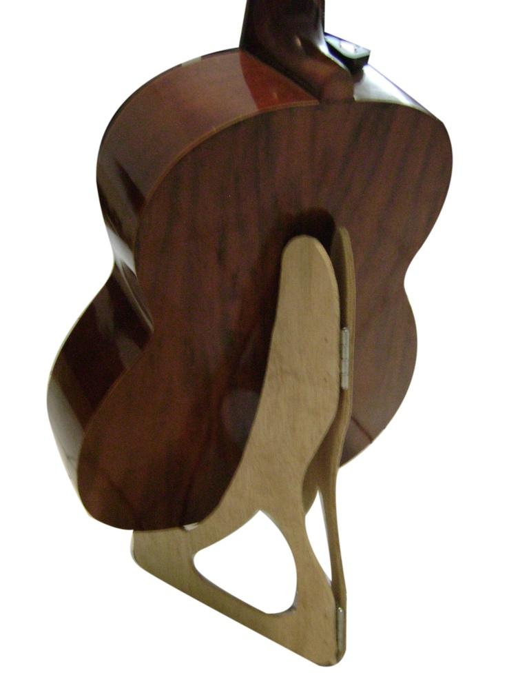 Pedestal dobrável para violão.