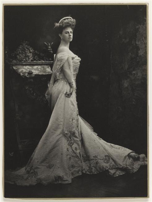 Portrait en pied de la comtesse Greffulhe Anonyme Paris, musée Ernest Hébert