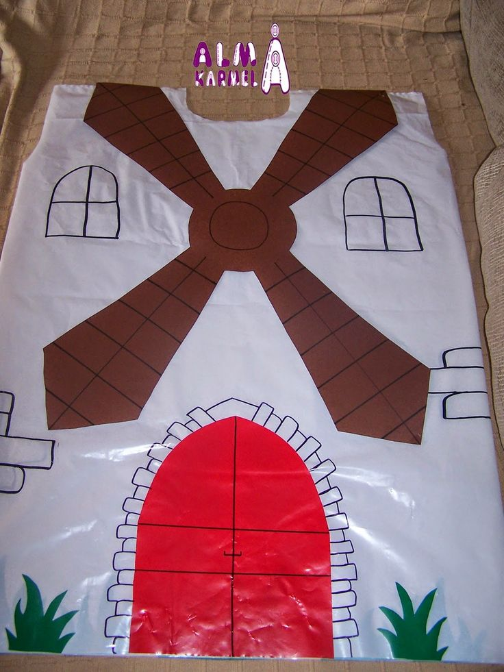 Disfraz de molino con bolsa de basura Blanca  http://www.multipapel.com/familia-material-para-disfraces-maquillaje-bolsas-de-color.htm
