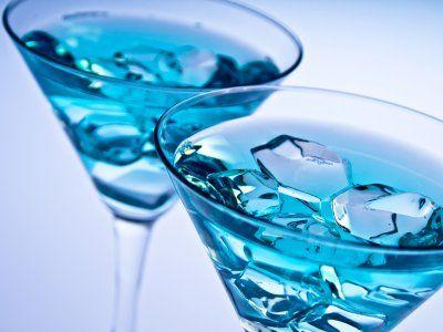 Receta de Blue Lagoon | Un trago azul a base de vodka, esta receta de bebida es muy rica. Me gusta mucho prepararla porque el color que obtiene es muy llamativo. Te invito a prepararla y a disfrutar de su sabor.