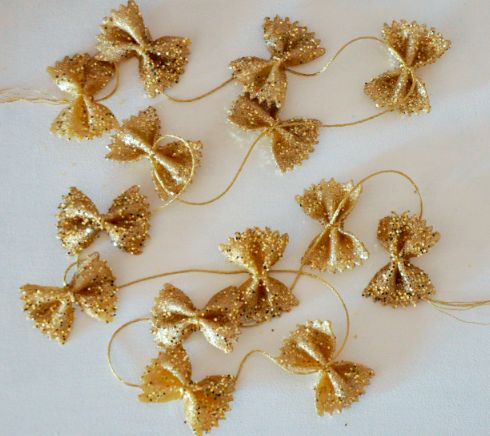 Bowtie Pasta garland, this is a great little project for the kids to make to decorate the tree with!