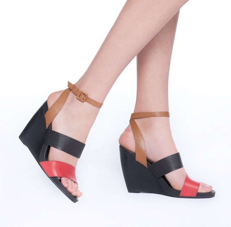 Color Blocked Wedge