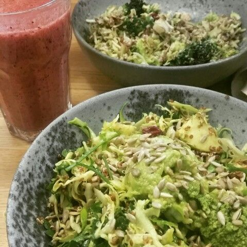 100% raw food lunch with the best fresh juice & smoothies