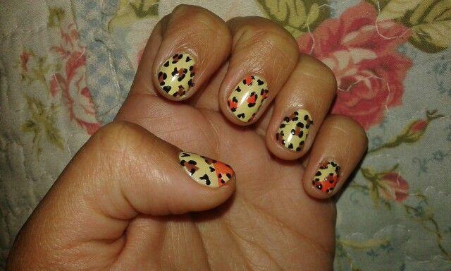 Animal print manicure