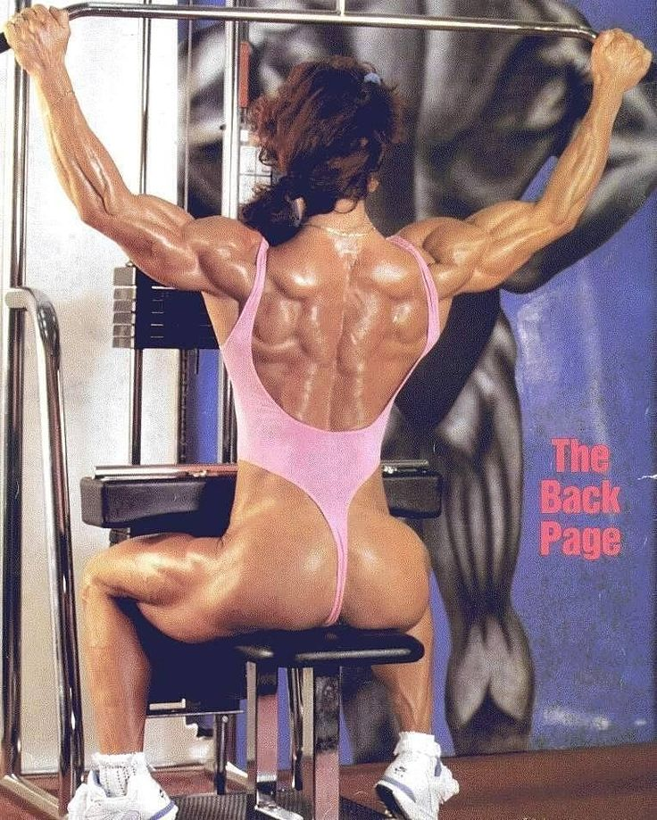 Back Goal 💪💪 • #huge #hugearms #bodyhuge #bodybuilding #big #bicepsday #muscles #fitnessmotivation #fitfan #doyouevenlift #superwoman #badass #fbb #bodybuilder #flex #pecs #abs #omg #hardbody #gains #gainz #biceps #traps #delts #quads #triceps #ripped #shredded