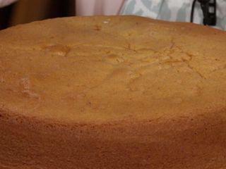 Bizcochuelo Doña Petrona, Bizcochuelo clasico con la receta de Doña Petrona, realizado por Narda Lepes, Utilizima. Biscochuelo clasico de vainilla.