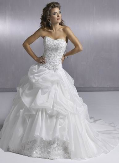 Product Description    Item:WD2012-031    Shipping Weight:3kg    This  kind of wedding dresses feature its strapless design. There is appliques decorated around the body of the dress.The real goods will  be 95% matched with the photo.Silhouette:A-line Neckline: sweetheart Waist: empire