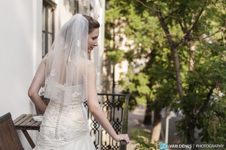 lágy esése, az elszórt csipkékkel igazán különleges párosítás http://bridalmirage.hu