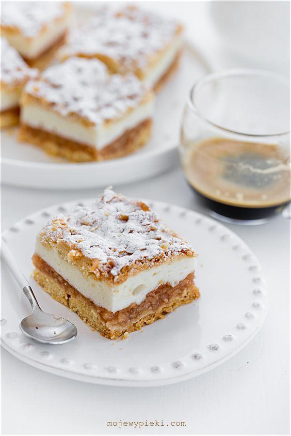 Jablečný koláč s lehkou pěnovou pudink