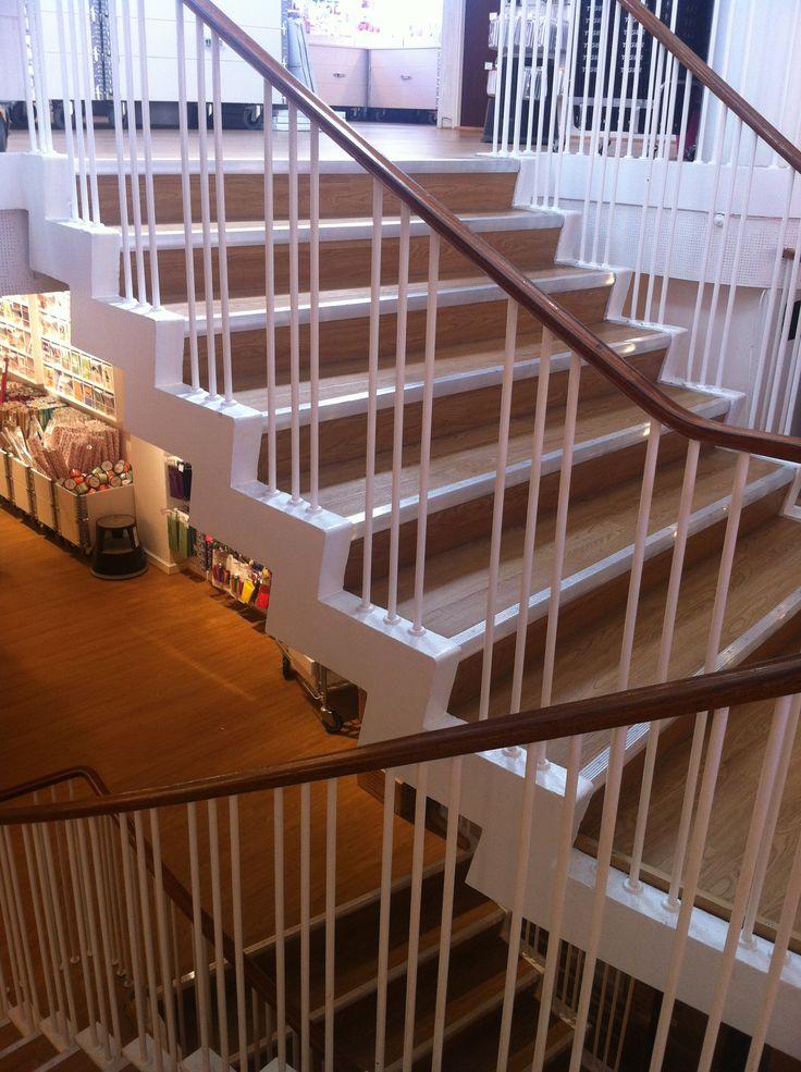 Funkistrappen der løber gennem hele den tidl Colbergs Boghandel på St Torv i Rønne