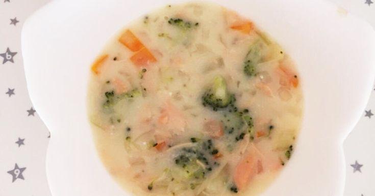 鮭と野菜のシチューです。具材は何でも良いです。好きな物を入れてください(^-^)