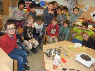 Welkom op de blog van kleuterschool Tichelrij: Vogeltjes helpen in de winter ...  vetbollen maken...