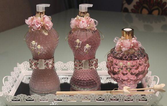 Conjunto Sabonete Liquido, aromatizador e alcool gel Conjunto para banheiro, pode ser usado como kit madrinha, lembrança de casamento... Varias opções de fragância e adornos decorativos, personalizados combinando com a decoração do seu evento. * Podem ser vendidos separadamente e confeccionados com outras cores de flor (rosa antigo, rosa bebe, branco, lilás(3 tonalidades), vermelho, branco, salmão e champanhe)?