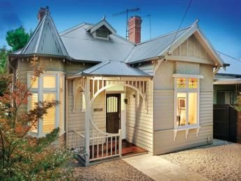Corrugated iron edwardian house exterior with bay windows landscaped garden - House Facade photo 103905