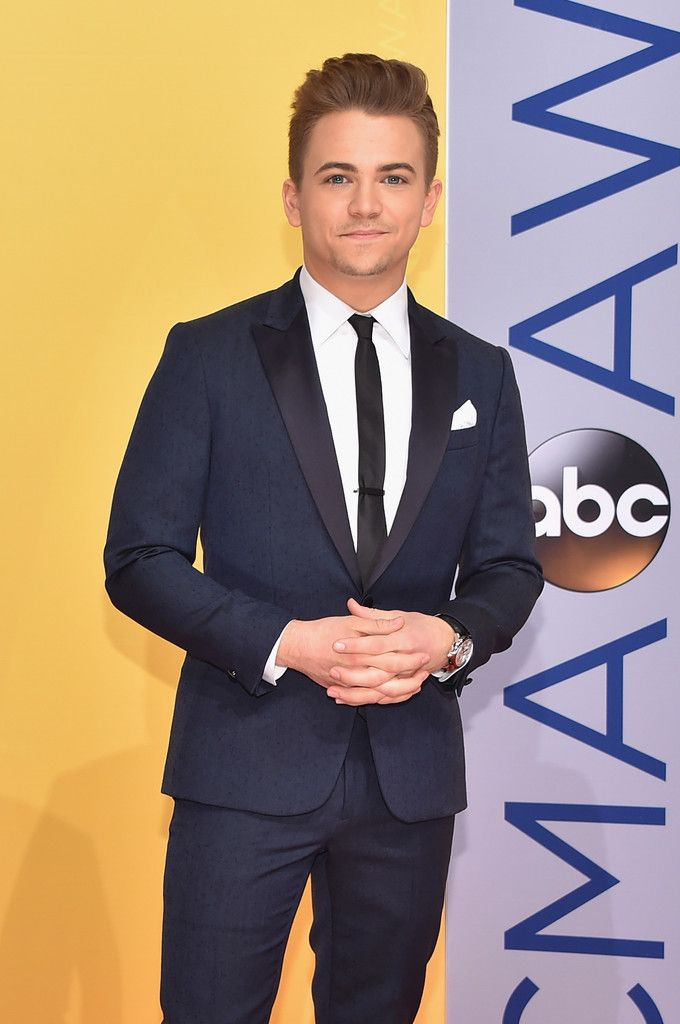 Hunter Hayes Photos Photos - The 50th Annual CMA Awards - Arrivals - Zimbio