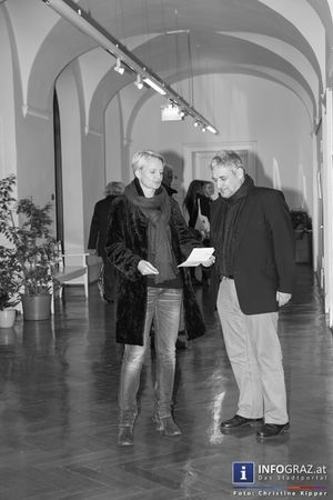 """Bilder der Grazer Vernissage des KOLLEKTIV GRAUKARTE:  """"saisonkarte"""" in der Rathausgalerie 11.12.2013. Das Kollektiv Graukarte interessierte sich in der Arbeit """"Saisonkarte"""" für die andere Zeit des Tourismus der kroatischen Küste. 10 Künstler präsentieren die Zwischensaison des Tourismus Kroatiens.  #Bilder,#Fotos,#Grazer #Vernissage,#KOLLEKTIV #GRAUKARTE,#saisonkarte,#Rathausgalerie #Graz,#Tourismus der #kroatischen #Küste,#Kroatien,#Warten,#Langeweile"""