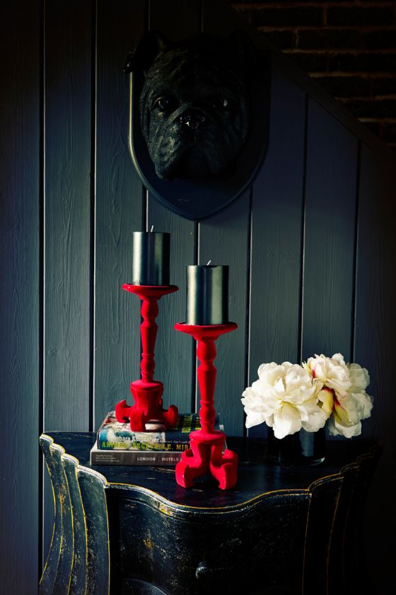 ♂ Bold interior design Black and red
