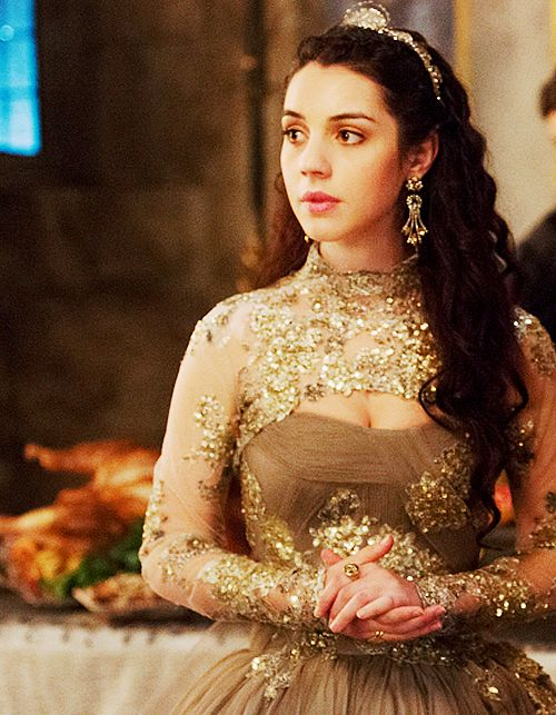 Queen Mary, love her dresses #reign