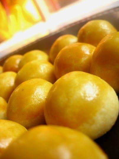 Ini resep nastar yang menurutku enak dan ga pecah. Hasil akhirnya empuk..enak deh. Nastar Special Bahan kulit: 150 gr mentega 100 gr m...