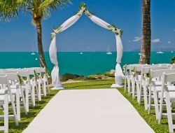 Waterfront Wedding In The Sunshine Anyone Check Out Airlie Beach And C Sea Resort