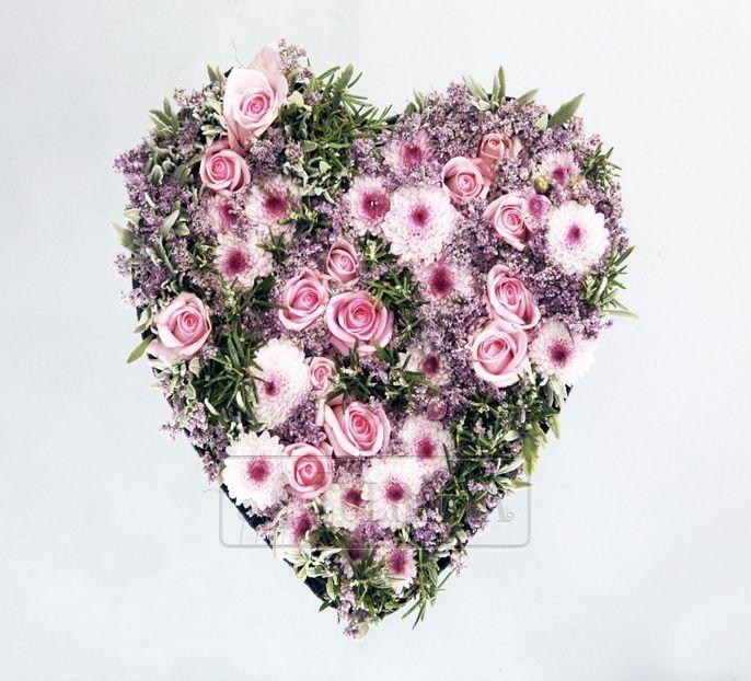 РОЗМАРИНОВОЕ СЕРДЦЕ Нежнейшее сердце из розовых цветов и свежего розмарина. Очень романтическое изысканное и ароматное. Заказ цветов в Киеве. Цветочный интернет магазин Тюльпания