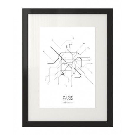 Plakat z grafiką planu metra w Paryżu w czarnej ramie na plakaty