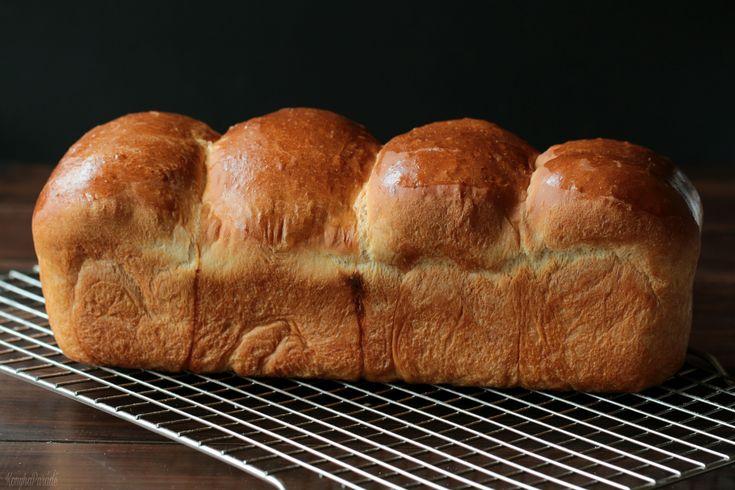 The English version of the Hokkaido bread is beneath the Hungarian post. Két napja volt 1 éves a KonyhaParádé! Visszanézve …