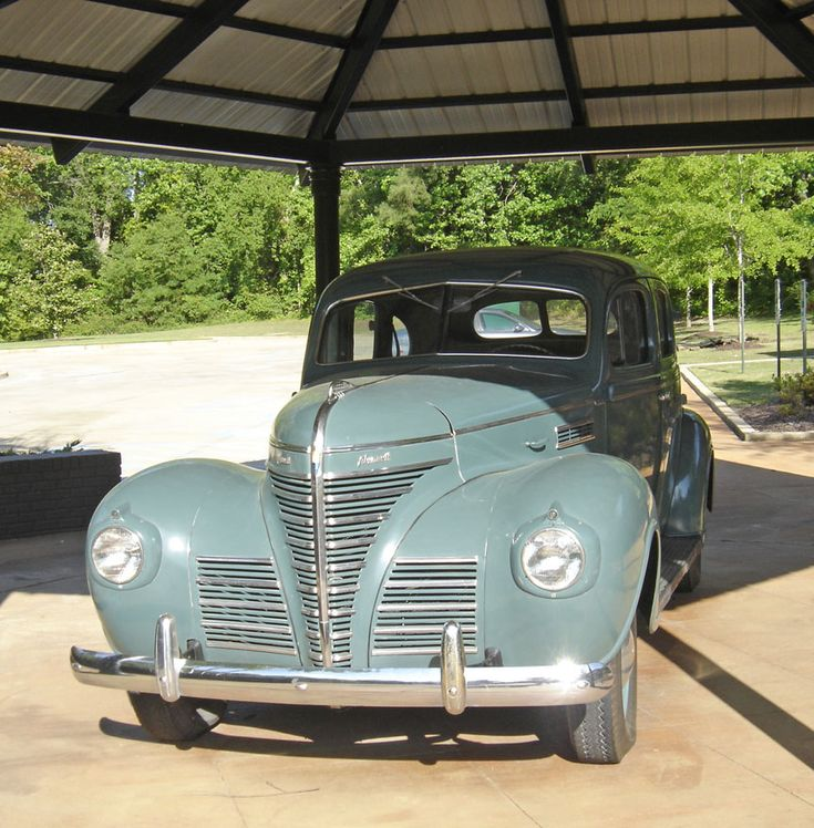 Elvis family car from Tupelo, 1935. Sept. 12, 1948: The Presley family moves to Memphis.
