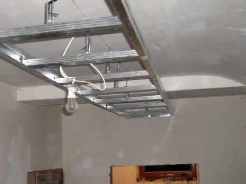 Podwieszana półka z regipsu z halogenami i podświetleniem, obnizony sufit w przedpokoju konstrukcja z profili 123Budujemy budowa domu blog budowlany