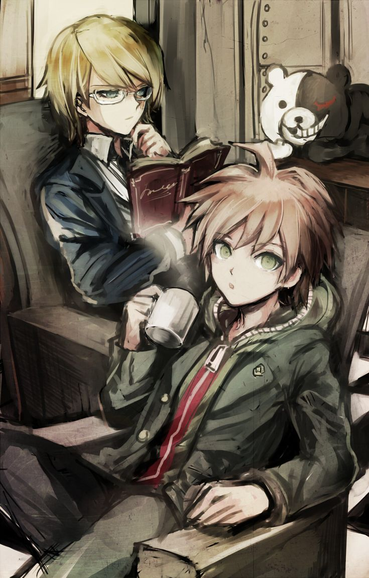 """Dangan Ronpa / Ha! Naegi's face ... """"He's behind me ... isn't he?"""" And I love how Togami just doesn't care that the insane teddy bear is like a foot away from him."""