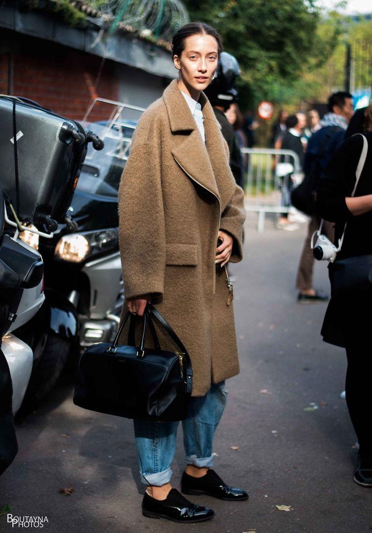Alana Zimmer in an oversized camel coat, boyfriend jeans & brogues #style #fashion #streetstyle #modeloffduty