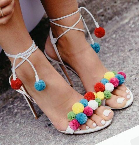Χειροποίητο γυναικείο πέδιλο στολισμένο με πον πον  Βρείτε το στο παρακάτω σύνδεσμο: http://handmadecollectionqueens.com/γυναικειο-πεδιλο-στολισμενο-με-πον-πον  #fashion #sandal #heel #footwear #women #storiesforqueens #πεδιλο #υποδηματα #μοδα #γυναικα