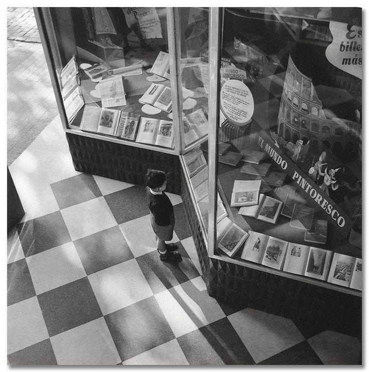 Barcelona 1950 #Fotografía Francesc Català Roca @Qomomolo goo.gl/z0C7ml