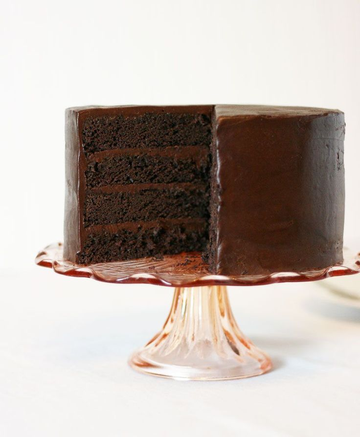 American Mud Cake with Sour Cream Chocolate Frosting via Cake Paper Party #recipe