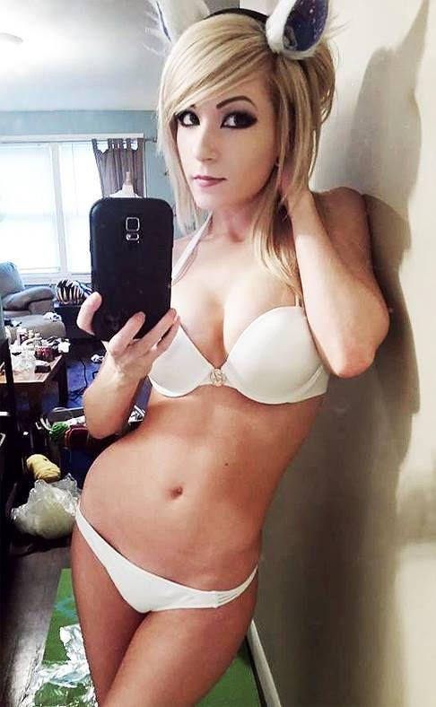 kneecoleslaw nude