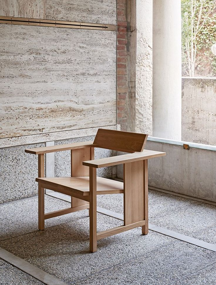 Clerici, a solid wood armchair with elegance