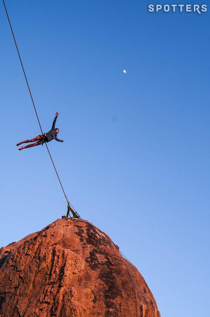 fly me to the moon...  Slackline - Highline - México - Guadalajara - Gabriela Patiño Vargas - Slackliner