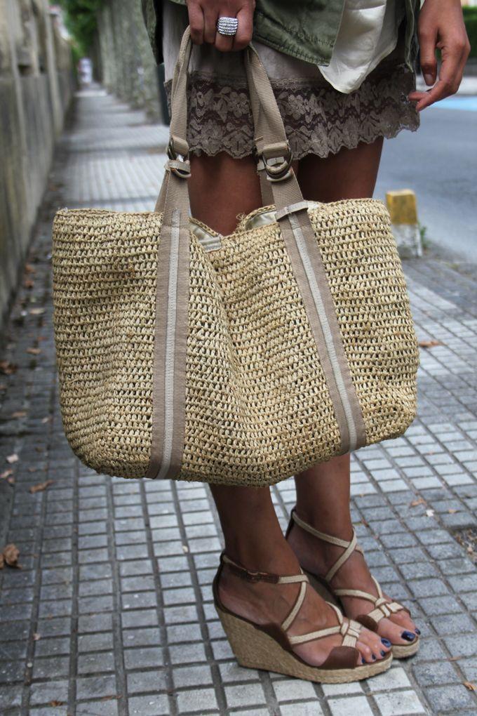 Buenos Días Amig@s ;                      Diferentes tejidos , seda , algodón , rafia , esparto ...    Estilos distint...