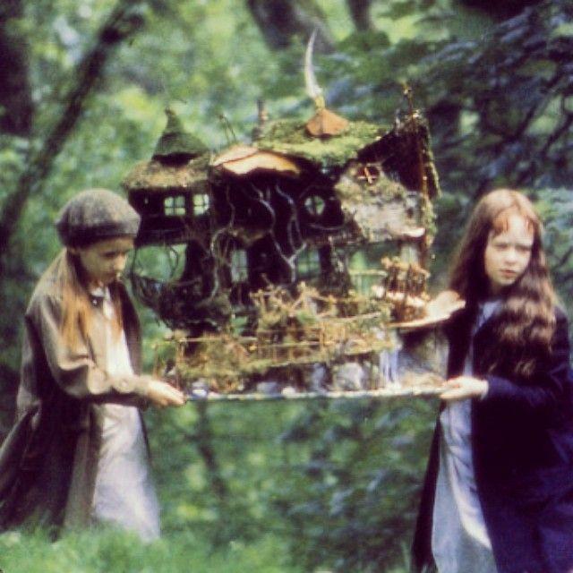 We watched Fairytale: A true story. I want a fairyhouse like this so much! :) #fairytale #faeries #fairies #field #forest #fairyhouse #film #flowers #green #girls #grassland #grass #dollhouse #house #dreamhouse #dream #architecture #movie #meadow #jenter #småjenter #barn #lek #barnelek #venner #vennskap